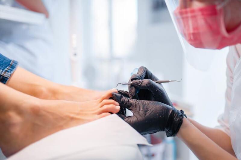 rekonstrukcja paznokci - wykonywanie zabiegu