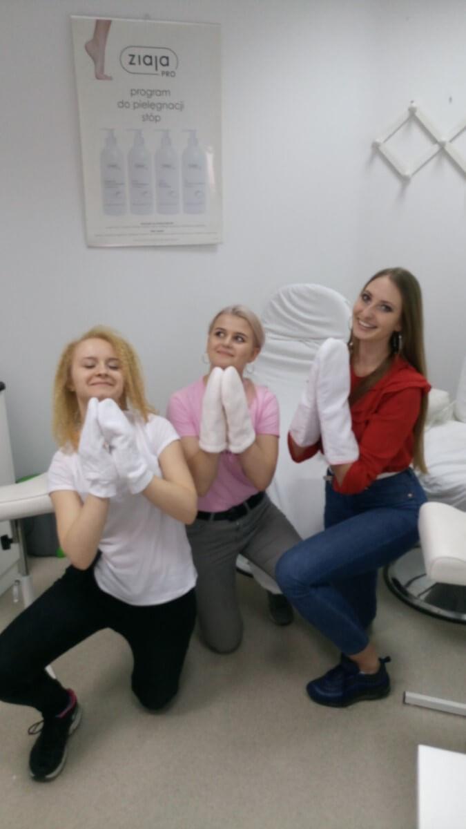 Zawodowy kurs stylizacji paznokci - zabieg parafina nadłonie
